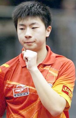 13 ноября 2005 года. 17-летний Ма Лон из Китая вынужден был уступить финал ITTF pro tour в Германии белорусскому спортсмену Владимиру Самсонову из Белоруссии (3:4).
