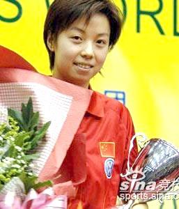 15 декабря 2005 года. Двукратная олимпийская чемпионка первая ракетка мира Zhang Yining из Китая в четвертый раз становится чемпионкой женского Кубка мира (2001, 2002, 2004, 2005).